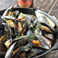 Amber Ale and Herbs Mussels