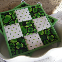 St Patricks Day Quilted Potholders Set of 2 by KraftyGrannysHome