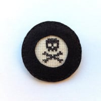 Black skull embroidery brooch