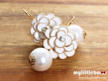 Flower Dangling Pearl Earrings ? White