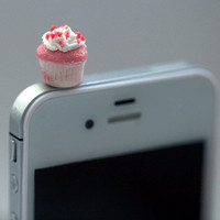Kawaii Mini PINK CUPCAKE with SPRINKLES by fingerfooddelight