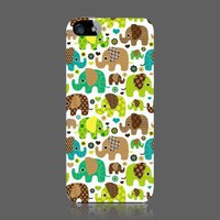 ZuGadgets Lovely Elephants Premium Plastic Protective Skin Case Cover Shell iPhone 5 5G (4260-49)