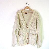 vintage creamy white cable knit cardigan sweater with wooden buttons and pockets // fisherman