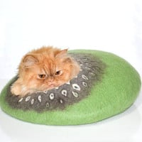 Green cat bed, felted cats cave, wool pets house READY TO SHIP