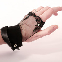 Black fingerless gloves lace & Swarovski crystal OOAK par Joliejye