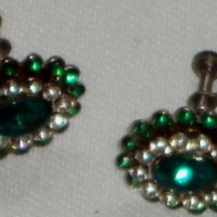 Emerald Green & Clear Rhinestones Screw On Oval Shaped Silver Tone Vintage Screw Back Earrings 1940s / 1950s