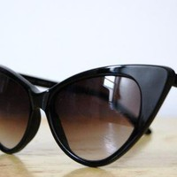 Black Eyewear - Vintage 1980s Cat Eye Sunglasses | UsTrendy