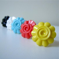 Retro Inspired Daisy Ring - Vintage Flower In 5 Delicious Colors (adjustable)
