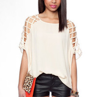 Atlas Shoulder Top in Ivory :: tobi