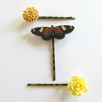 A set of flower hair pins with a butterfly, butterfly hair accessories, woodland, country, bride