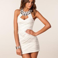 Twisted Mesh Jewel Neck Dress - Elise Ryan - Creme - Festkl?nningar - Kl?der - NELLY.COM Mode online p? n?tet