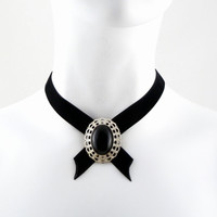 Black Crisscross Velvet Choker Necklace Medallion with Onyx Stone - Gothic Chic, Victorian Edwardian, Vintage style, Silver, Women Jewelry