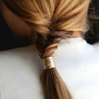 Hair trend: Hair cuffs and metallic hair accessories