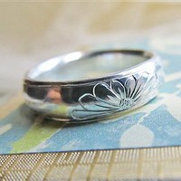 Engraved Daisy on Sterling Silver Comfort Fit Ring