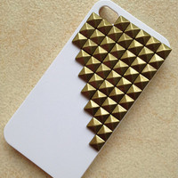 Antique Bronze pyramid stud white iPhone 4/4S by hgforeverstar