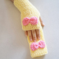 Gloves, spring trends, handmade gloves, Yellow Hand knitting gloves, new fashion, women accessories. handmade glove, miitten, warm