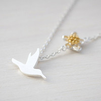 N0515SV // Bird and Flower Necklace  Silver // by queenspark