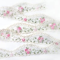 3 YARDS of White Lace Trim Ribbon with Embroidered Flowers 1.1 '' for Crafts, Sewing , Accessories