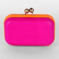 Wilma Clutch in Berry :: tobi