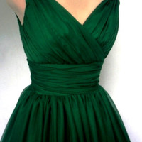 An endearing emerald green simple yet elegant 50s style cocktail dress