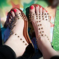 ForeverLink Lidia-22 Gold Studded T-Strap Open Toe Sandal (Black) - Shoes 4 U Las Vegas