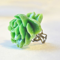 Gorgeousgreen floral statement ring on by JooniebeadsTreasures