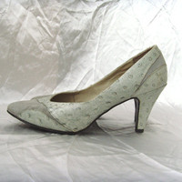 Enter VINTAGEBYCVETINKA Coupon code for 10% discount Vintage Suede and Ostrich Leather 1970s Light Grey Gray Heels Pumps Size US7.5 EU38