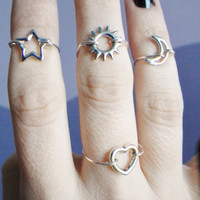 Moon midi above the knuckle ring