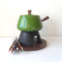 Vintage Fondue Set with Avocado Green Enamel Pot by FlyingAce