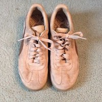 Woman&#x27;s Puma Sneakers Size 6 1/2 Tan Brown Color