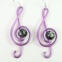 Treble clef earrings in wire wrapped purple aluminium by alufolie
