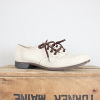 Vintage Shoes // Vintage Sneakers in Ivory // Retro Golf Shoes // Lace Up Spectator Shoes