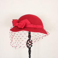 Cloche Hat // Wine Red Felt Cap // 1960s Cap // Veiled Cloche Cap // Mid Century Bow Tie Ribbon Cap