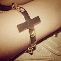Gold cross link bracelet