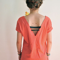 GINGER (back less coral-colored tee-shirt with two black stripes)