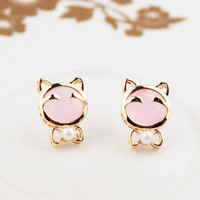 Noirlu Lovely Pearl Bow Cat Stud Earrings from Noirlu