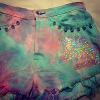 Pastel tie dye high waisted studded denim par CosmikDebrisClothing