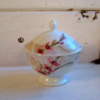 Noritake Marble Dawn china bowl with lid, Made in the Philippnes, Cottage chic, Orchid design