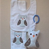 Baby set of light blue and brown owls, includes bib, sofite toy and burp. Can be personalized for an extra charge.