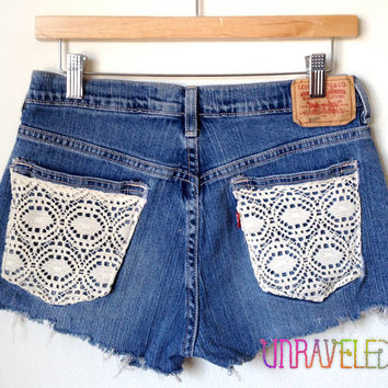 Levis Cut Off Shorts (SMALL to MEDIUM) // 2003