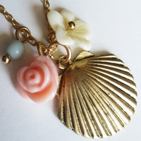 Along The Shore Necklace in Gold - $10.95 : Indie, Retro, Party, Vintage, Plus Size, Convertible, Cocktail Dresses in Canada