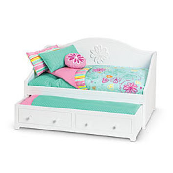 American Girl Furniture Dreamy Daybed & Bedding