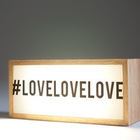 Light box that highlights your designs, photos or inspirational texts.