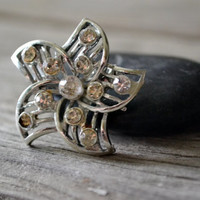 Vintage Starfish/Flower Rhinestone Brooch 1950-60&#x27;s