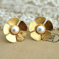 Gold flower and pearls stud earrings vintage shabby chic style, bridal jewelry - 14k plated gold earrings with swarovski pearls.