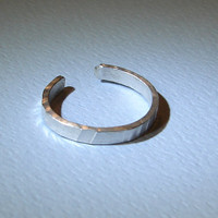 Toe ring in sterling silver with hammered design