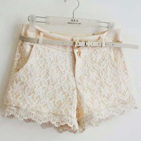 The lace stitching shorts