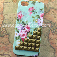 iphone 5 caseantique bronze studs iphone case Mint by OneLoveLi