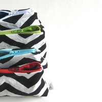 Change Purse. Black and White Chevron Pouch. Zipper Closure. Fabric Lined. Choose Zipper Color. Spring/Summer Line.