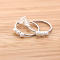girlsluv.it - hoop earrings with three tiny pearls